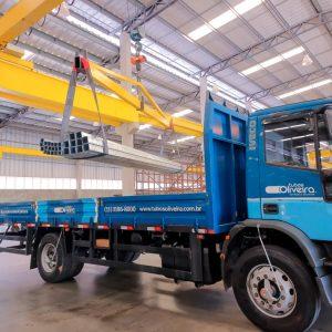 Transporte tubos de aço para condução