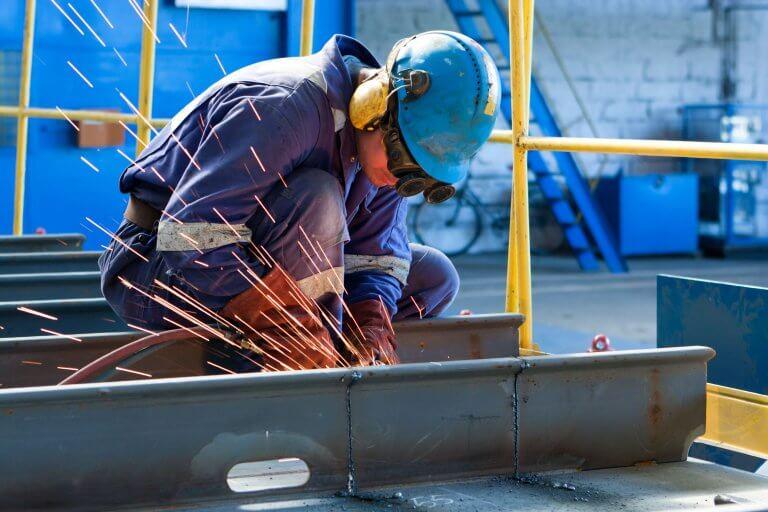 Confiança da indústria registra nova alta em julho, aponta FGV